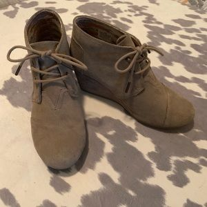 Tan suede Toms - Size 7 1/2